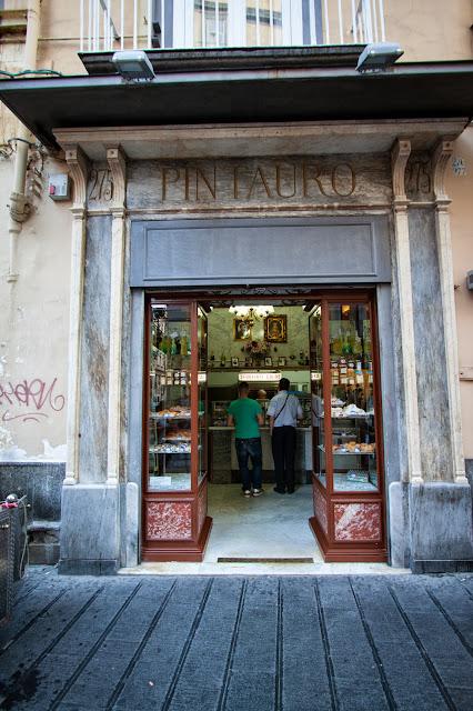 Pintauro (sfogliatelle)-Napoli