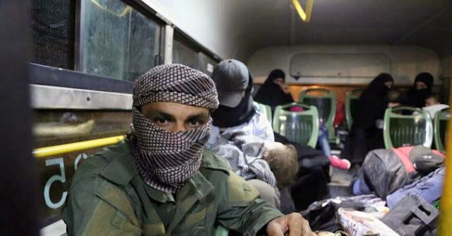 المتطرفون يمارسون سيطرة أكبر في ملاجئ سوريا