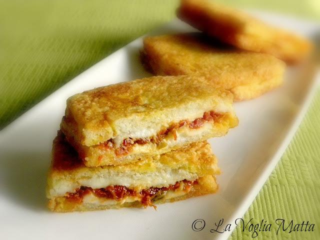 Mozzarella in carrozza con crema di pomodori secchi