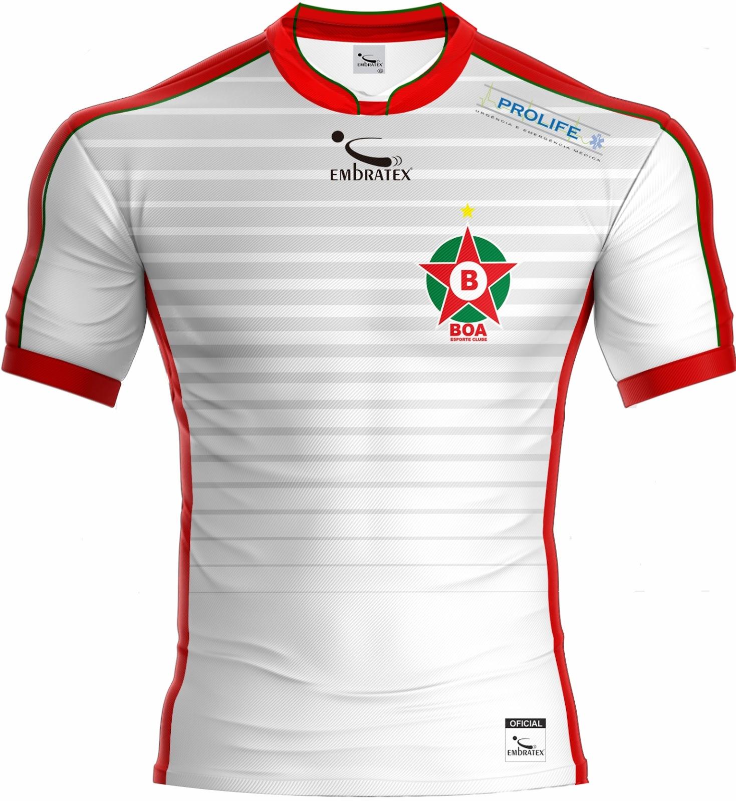 8375e4f30b A camisa reserva é listrada horizontalmente em branco e cinza em diversas  espessuras. A gola e a faixa dos ombros que vai até as mangas é vermelha