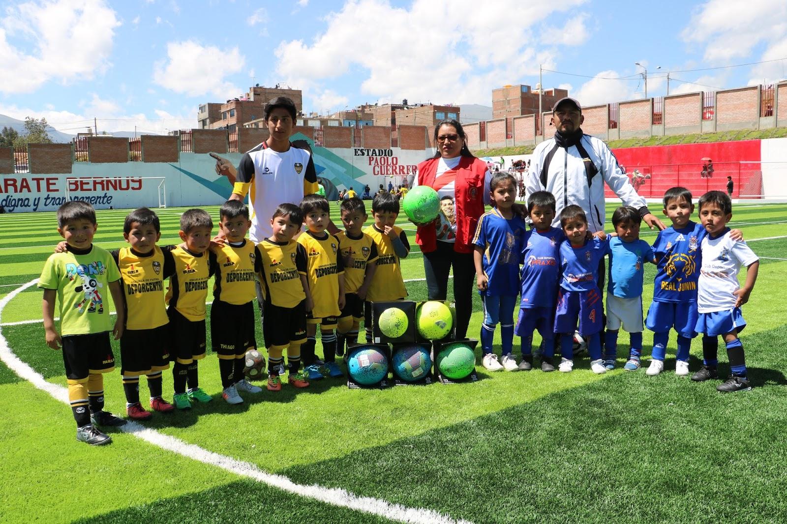 """Alcaldesa tambina entrega balones de fútbol a menores en """"Copa chibolo 2018"""""""