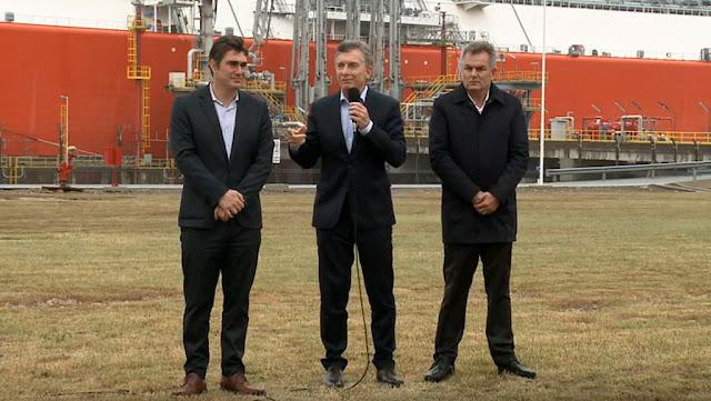 Macri en la partida del buque regasificador Exemplar