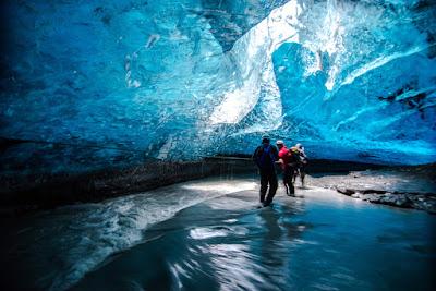 Viaje de lujo visitando cuevas glaciares