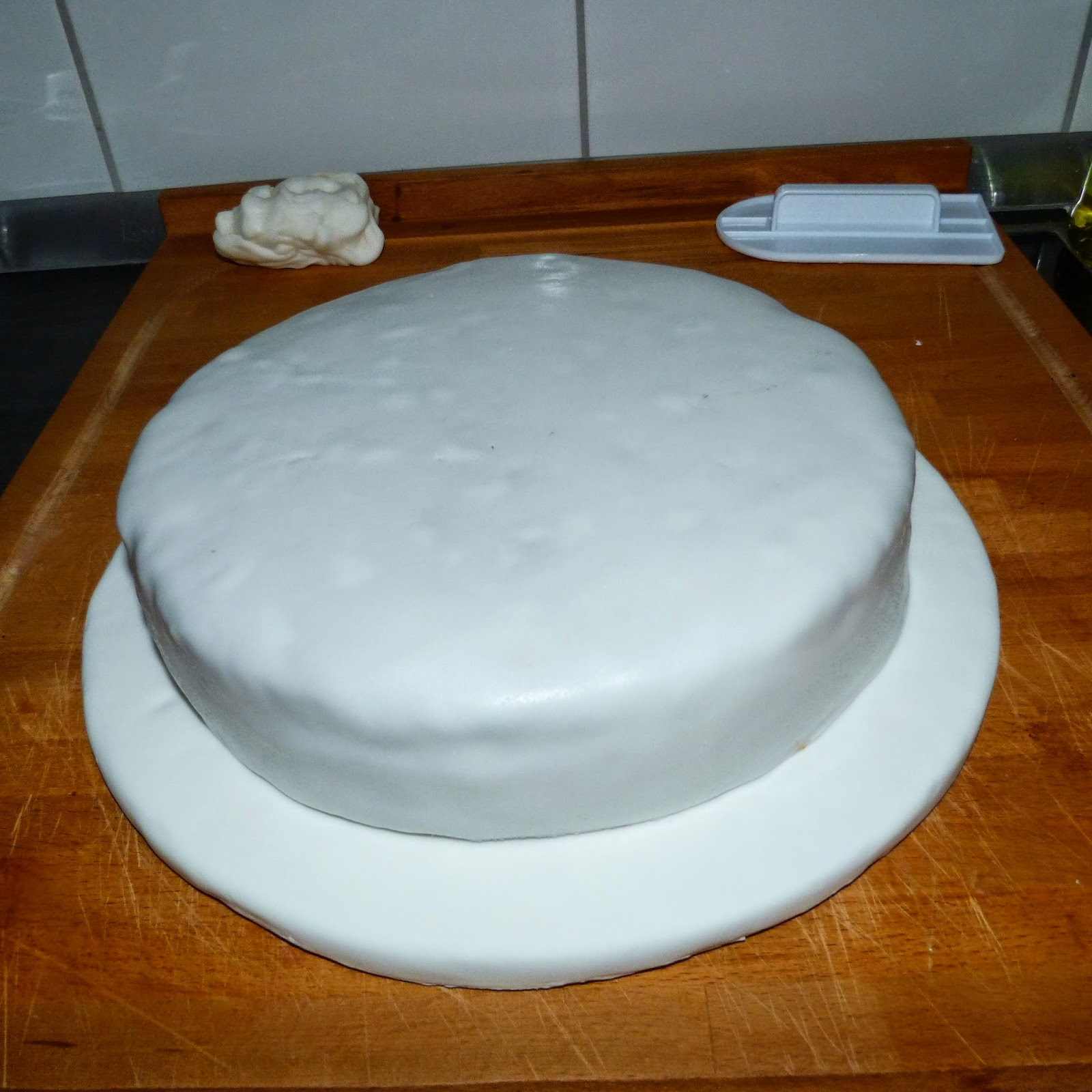 Backen motivtorte 4 teil die dekoration der torte for Dekoration torte