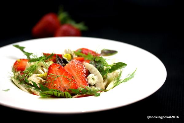 Fenchel-Erdbeer-Wildkräuter Salat
