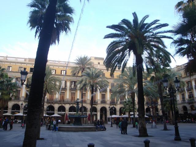 Como ir de Granada a Barcelona ou de Barcelona a Granada? Plaça Reial, Barcelona