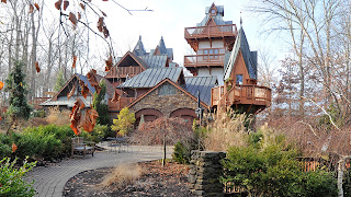 Hotel Hell - Landoll's Mohican Castle