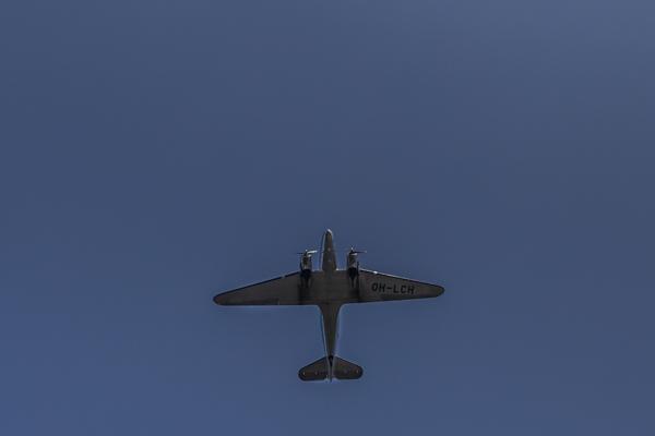lentokone dc-3 lentokoneiden kuvaus sininen taivas lentokonebongaus