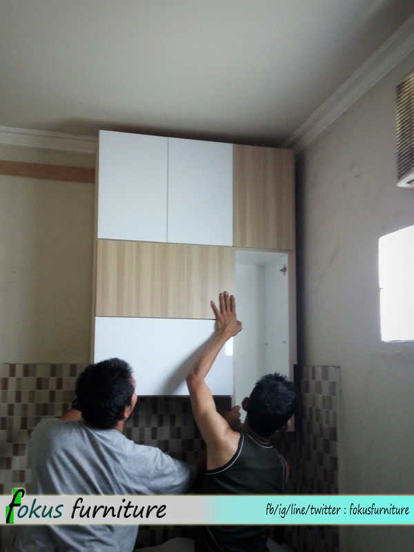 Kitchen set full plafon di tanah baru depok furniture for Pemasangan kitchen set