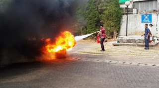 cara memadamkan api menggunakan apar