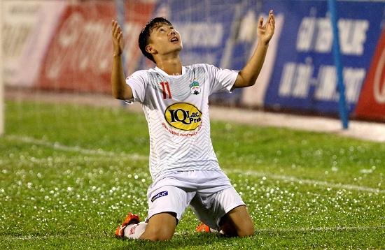 Minh Vương luôn nỗ lực không ngừng để ghi những bàn thắng đẹp mắt cho đội mình