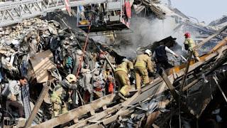Gedung 17 Lantai Terbakar dan Ambruk di Kota Syiah Teheran Iran