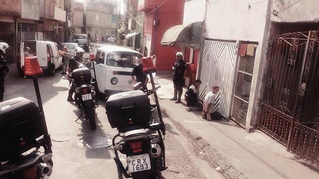 ROMO da GCM de Santo André detém casal com veículo produto de roubo no interior da favela da Tamarutaca