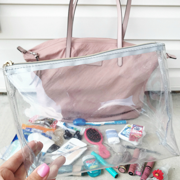 how i organize my purse, purse organization, getting organized, north carolina blogger, style on a budget, mom blogger, life and style blogger