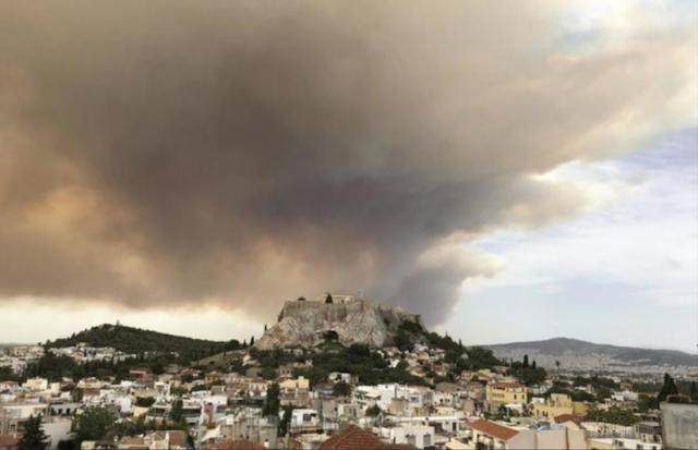 Grecia, inferno di fuoco ad Atene: si temono 100 morti