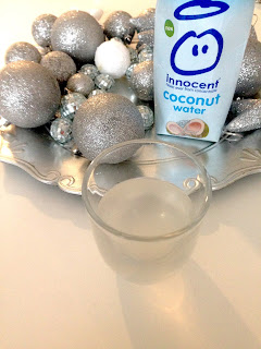 Innocent Coconut Water mit Glas