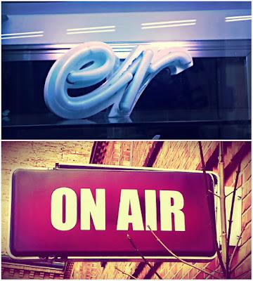 """""""On Air"""" als Schild bei einem Tonstudio, """"er"""" von einem Ladenschild"""