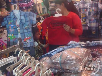 Pilih pilih baju anak