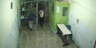 Πολύ σκληρό βίντεο με εν ψυχρώ δολοφονία κρατουμένου στον Κορυδαλλό