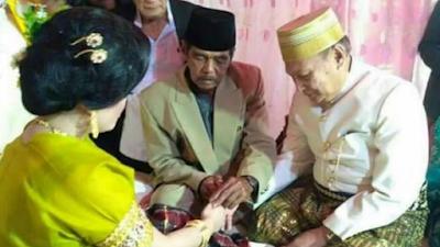 Kakek 70 Tahun Nikahi Gadis 25 Tahun dengan Mahar Lebih Rp 1 Miliar