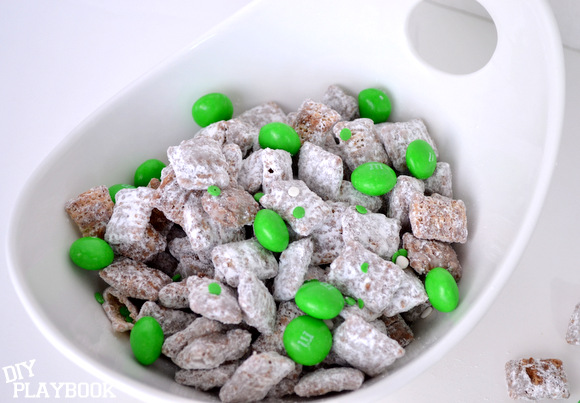 Choclate st. patrick's day puppy chow snack