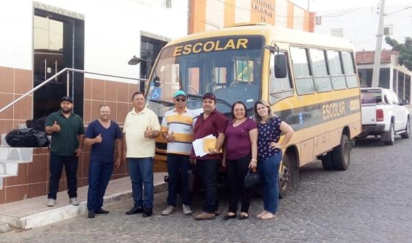Prefeitura de Japi recebe dois micro-ônibus para transporte escolar