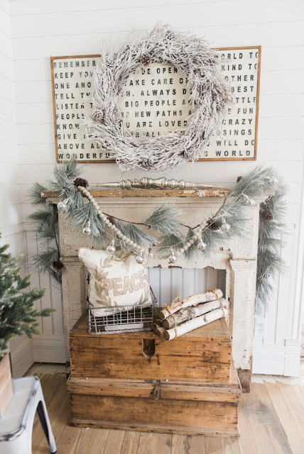 http://one-thousandoaks.com/2016/12/12/farmhouse-christmas-decor/