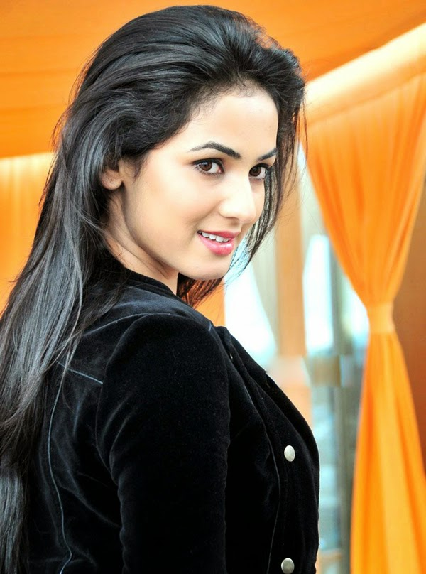 Sizzling Hot Photos of Sonal Chauhan #Sonal