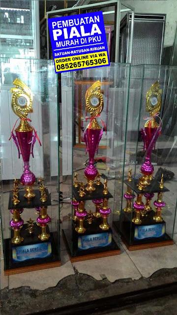 piala bergilir pku,piala bergilir pekanbaru,harga piala bergilir,piala bergilir murah pku,trophy bergilir pku,trophy bergilir pekanbaru