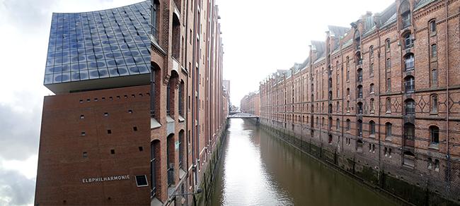 Hamburg. Elbphilharmonie und Speicherstadt.
