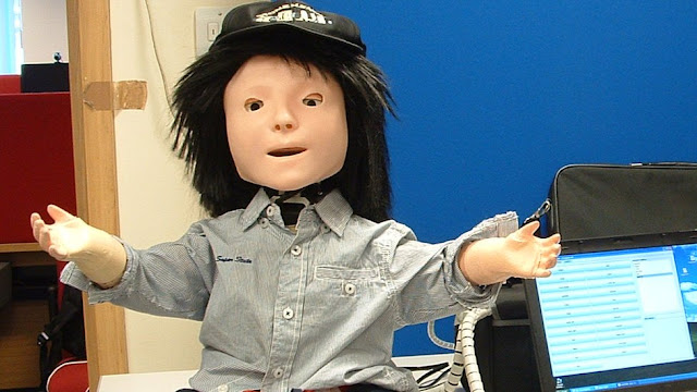 كاسبر روبوت ذكى يشبه الطفل لمساعدة مرضى التوحد