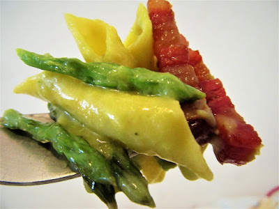 Carbonara with wild asparagus