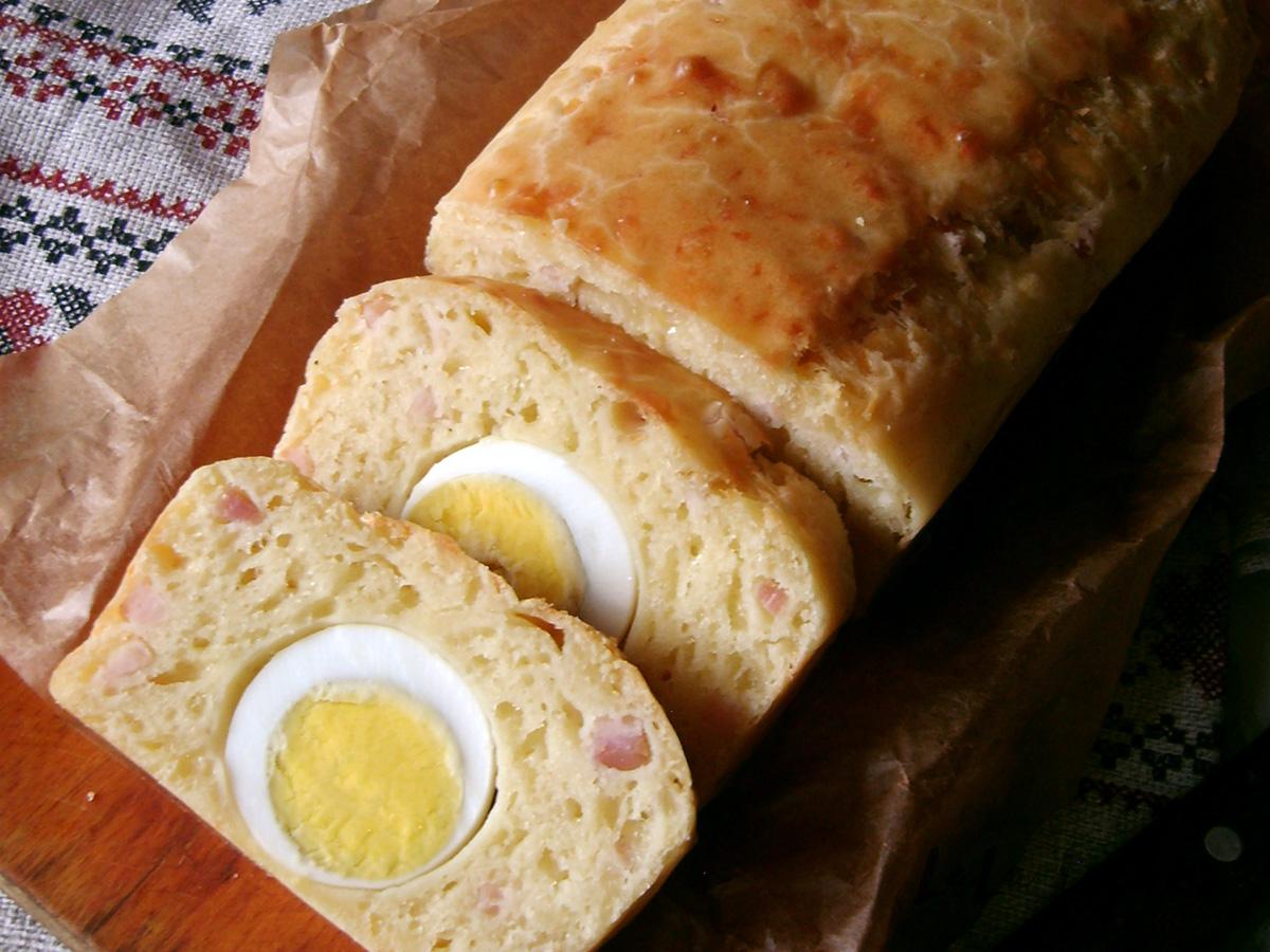 Закусочный кекс с яйцами и ветчиной