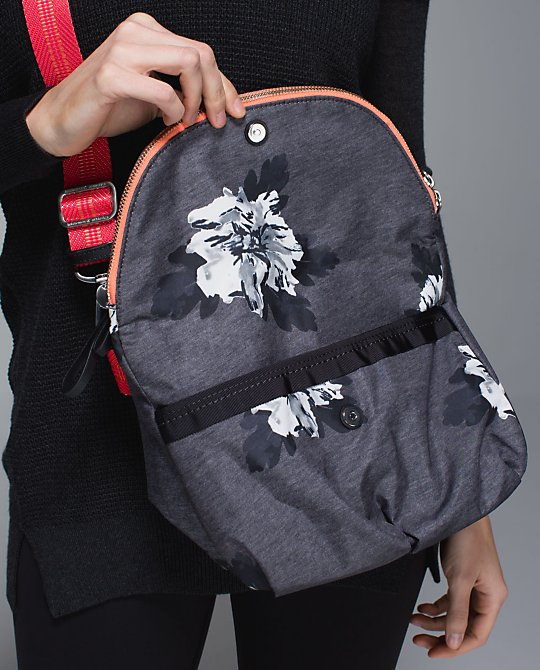 lululemon atomic flower festival bag