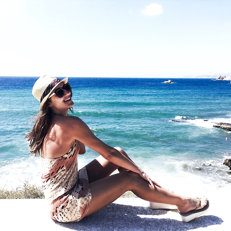 Jelena Zivanovic Instagram.Best vacation Ios photos.Female travelers, female travel bloggers.