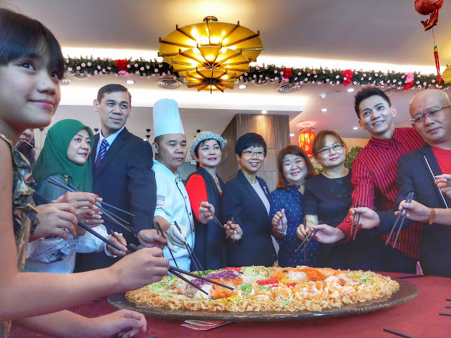 Media, Local & International Artiste Tossed Their Way to Good Fortune at Promenade Hotel Kota Kinabalu!