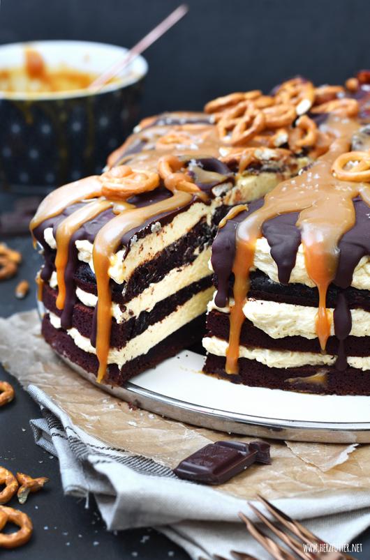Zuckersüßer Salted Caramel Cake mit Schokolade und Bacon