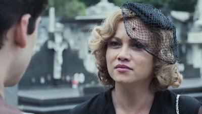 Marion (Ellen Rocche) pede que Alfredo (Nicolas Prattes) a esqueça em 'Éramos Seis' — Foto: Globo