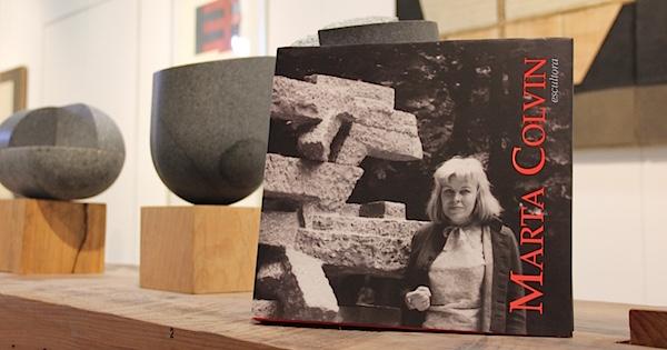 libro Marta Colvin en exhibición d escultura en Bodegón Cultural de Los Vilos