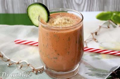 Koktajl jogurtowo-pomidorowy z natką pietruszki i płatkami drożdżowymi (bomba witaminowa)
