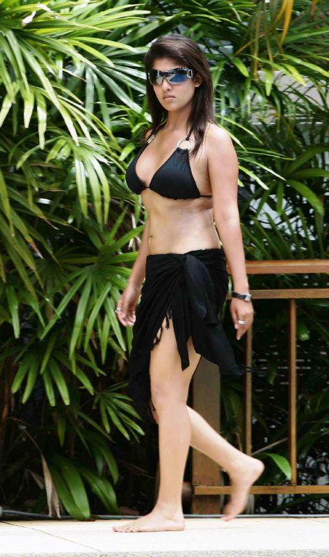 Nayanthara Bikini In Billa 2007 Huge Boobs Hanging Cleavage-3539