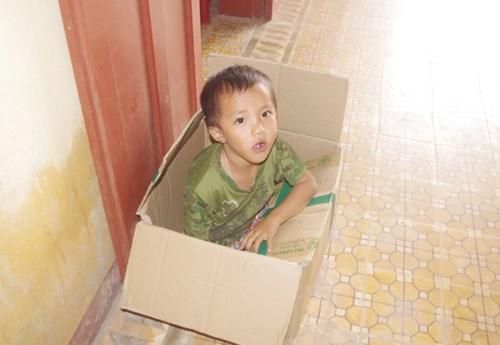 Thú vị hình ảnh nữ PV Báo ANTĐ chơi trò mèo đuổi chuột cùng học sinh đảo Lý Sơn - Hình 9