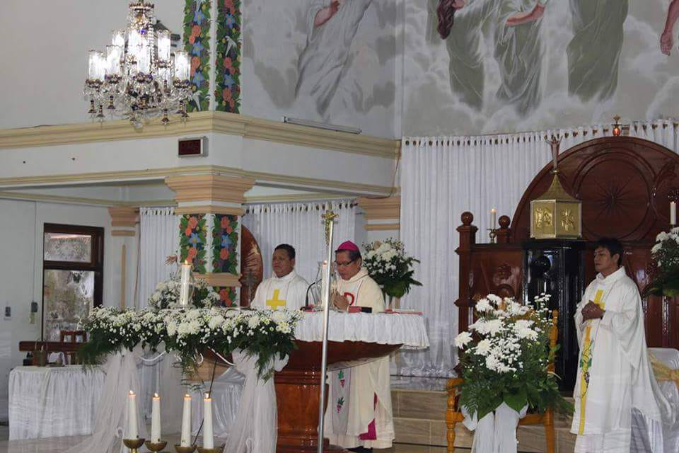 Uskup Manado Gelar Misa Perdana di Paroki Kebangkitan Kristus Minsel