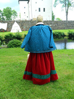 https://evashistoricalcostumes.blogspot.se/p/a-red-velvet-gown-in-16th-century.html