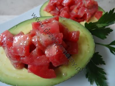 Sałatka z pomidorów w awokado