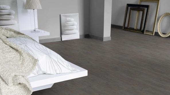 Consigli d 39 arredo pavimenti in pvc effetto legno d 39 autore for Finto parquet leroy merlin