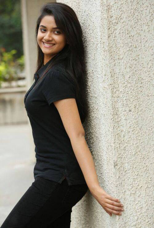 Keerthi Suresh hot in black