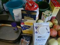 Ingredienserna man behöver för att göra en otroligt god äppelpaj / äppelkaka.