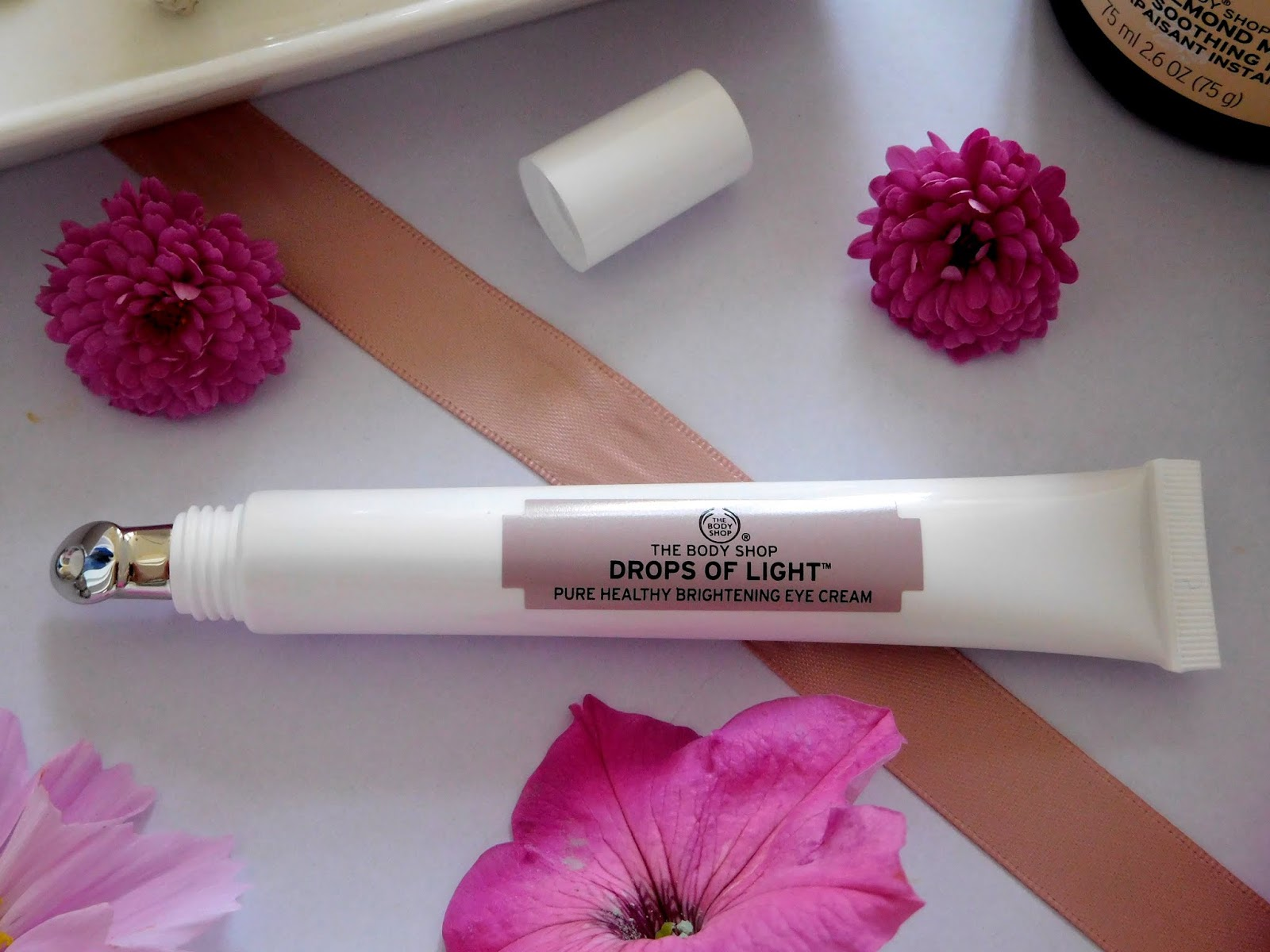 The Body Shop Drops Of Light Pure Healthy Brightening Eye Cream