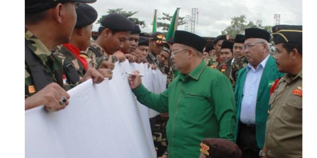Bupati Kutai Timur dan Ribuan Banser Tandatangani Petisi Tolak HTI dan Kelompok Anti NKRI